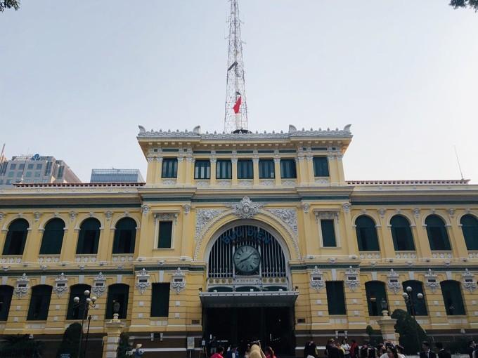 吃货在越南的网红美食与景点打卡深度游路线攻略之>胡志明市中央邮局又名西贡邮局