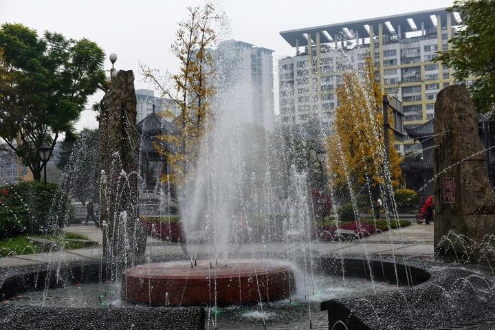 四川成都网红美食旅游打卡全攻略之喷泉