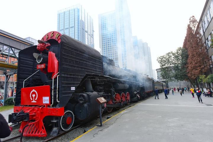 四川成都网红美食旅游打卡全攻略之火车头广场