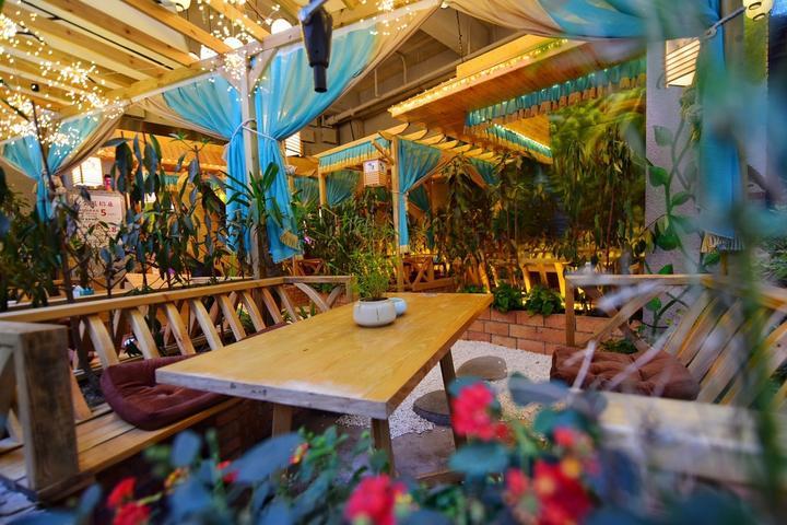 四川成都网红美食旅游打卡全攻略之火车头广场的咖啡厅