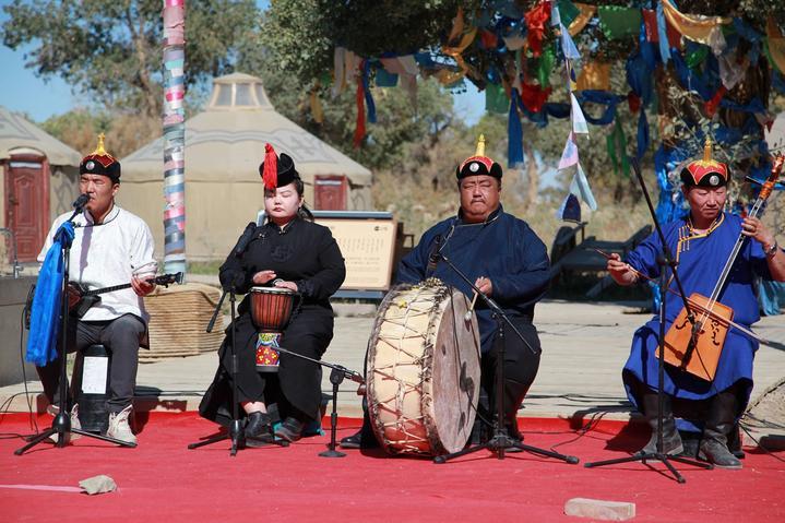 内蒙古大漠明珠额济纳旗自由行超实用游行程攻略之土尔扈特人乐队